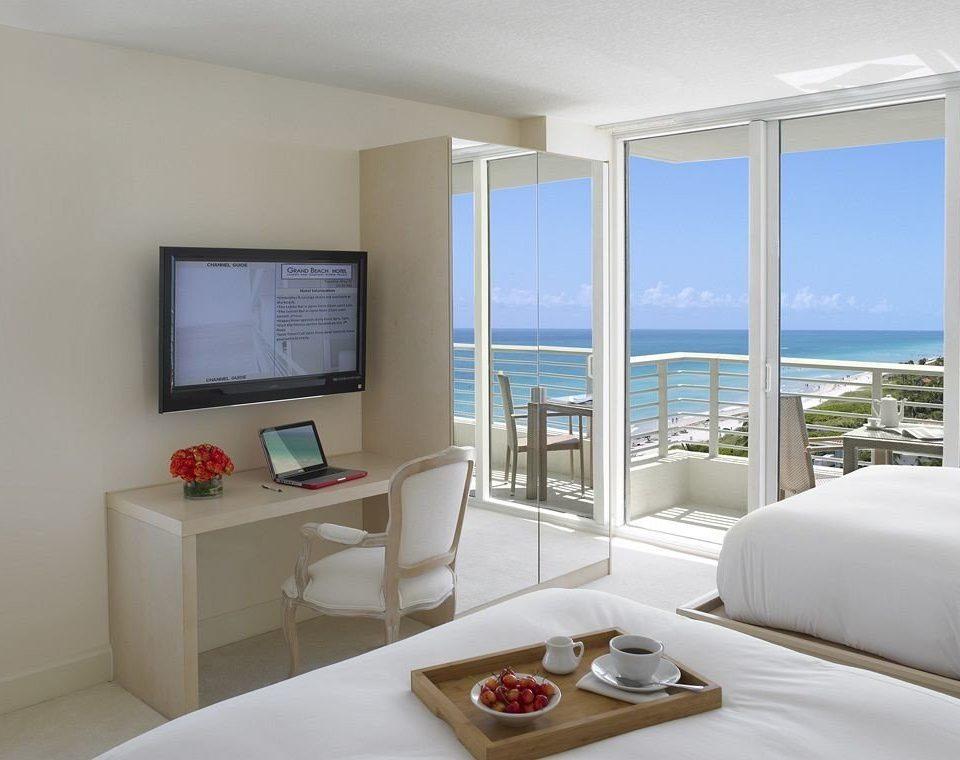 Bedroom Luxury Modern Suite property condominium home living room cottage Villa