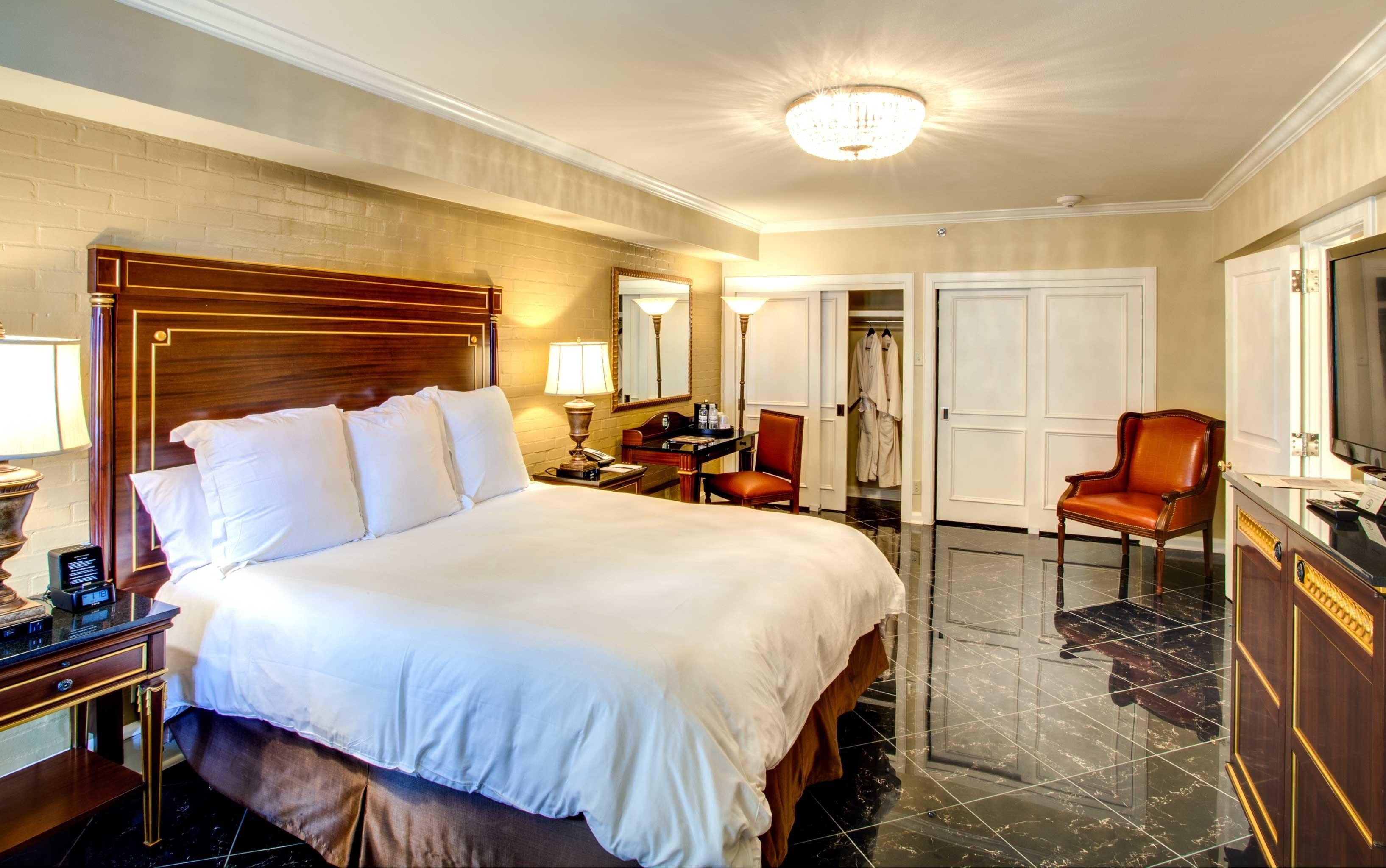 Bedroom Luxury Modern Suite property desk cottage home