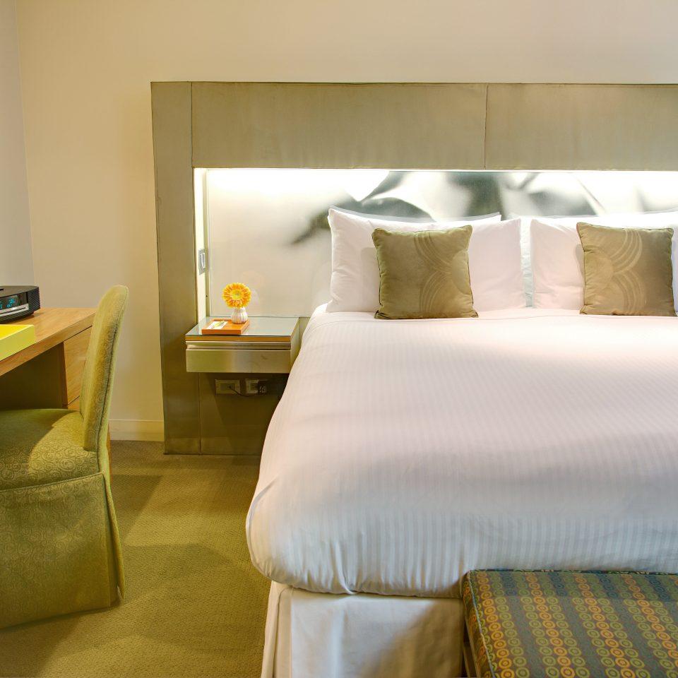 Bedroom Luxury Modern Suite property cottage bed sheet