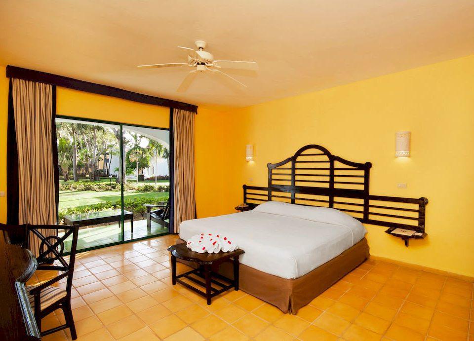 Bedroom Luxury Patio Scenic views Suite Tropical property Villa cottage living room condominium