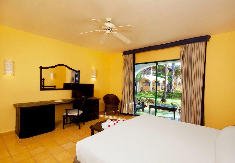 Bedroom Luxury Patio Scenic views Suite Tropical property Villa condominium living room home flat