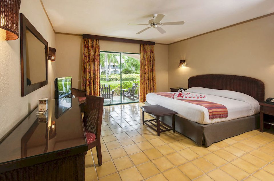 Bedroom Luxury Patio Scenic views Suite Tropical property cottage Villa condominium tiled
