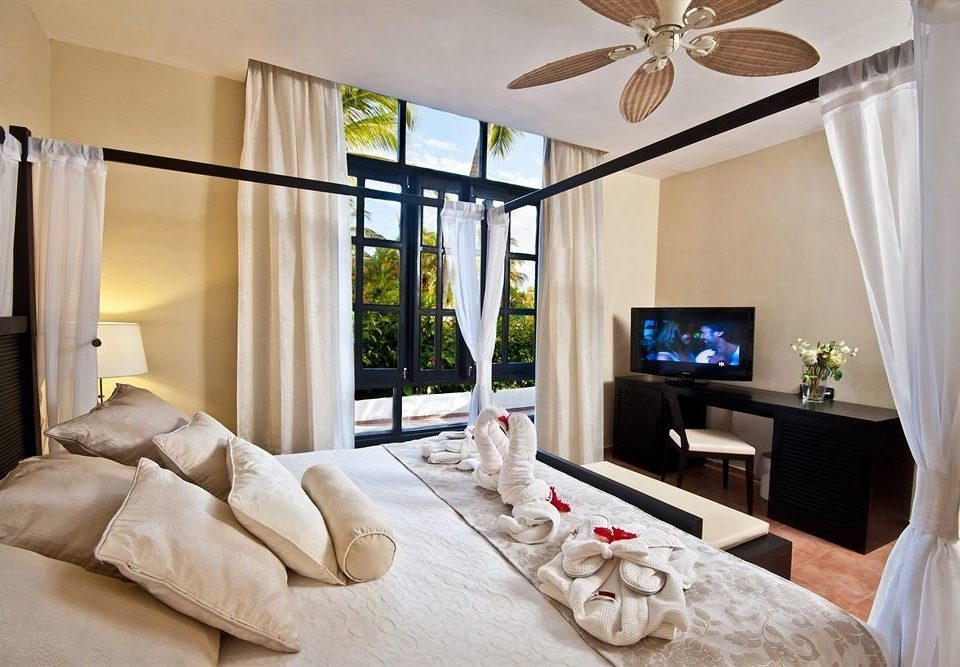 Bedroom Luxury Patio Scenic views Suite Tropical property living room home curtain cottage condominium