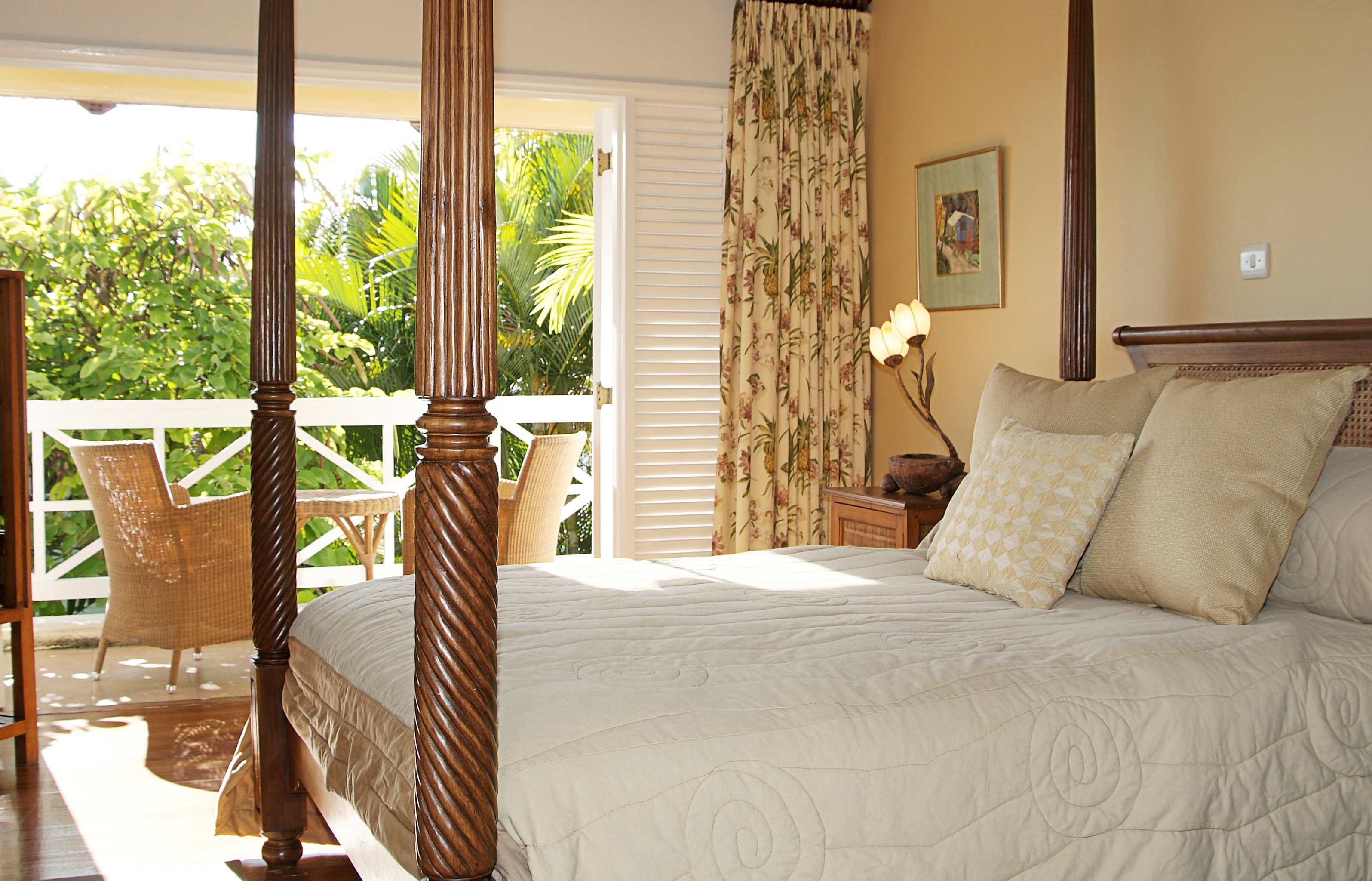 Bedroom Luxury Patio Suite Tropical property cottage home bed sheet