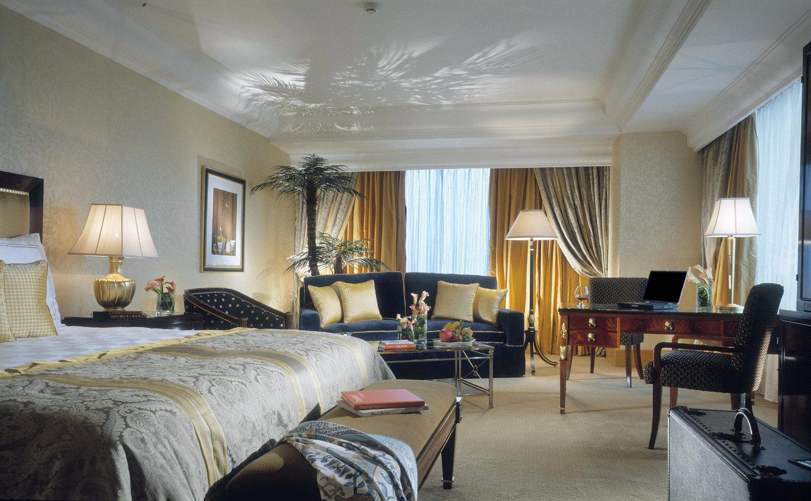 Bedroom Luxury Romance sofa property living room Suite home condominium Villa cottage Resort mansion containing