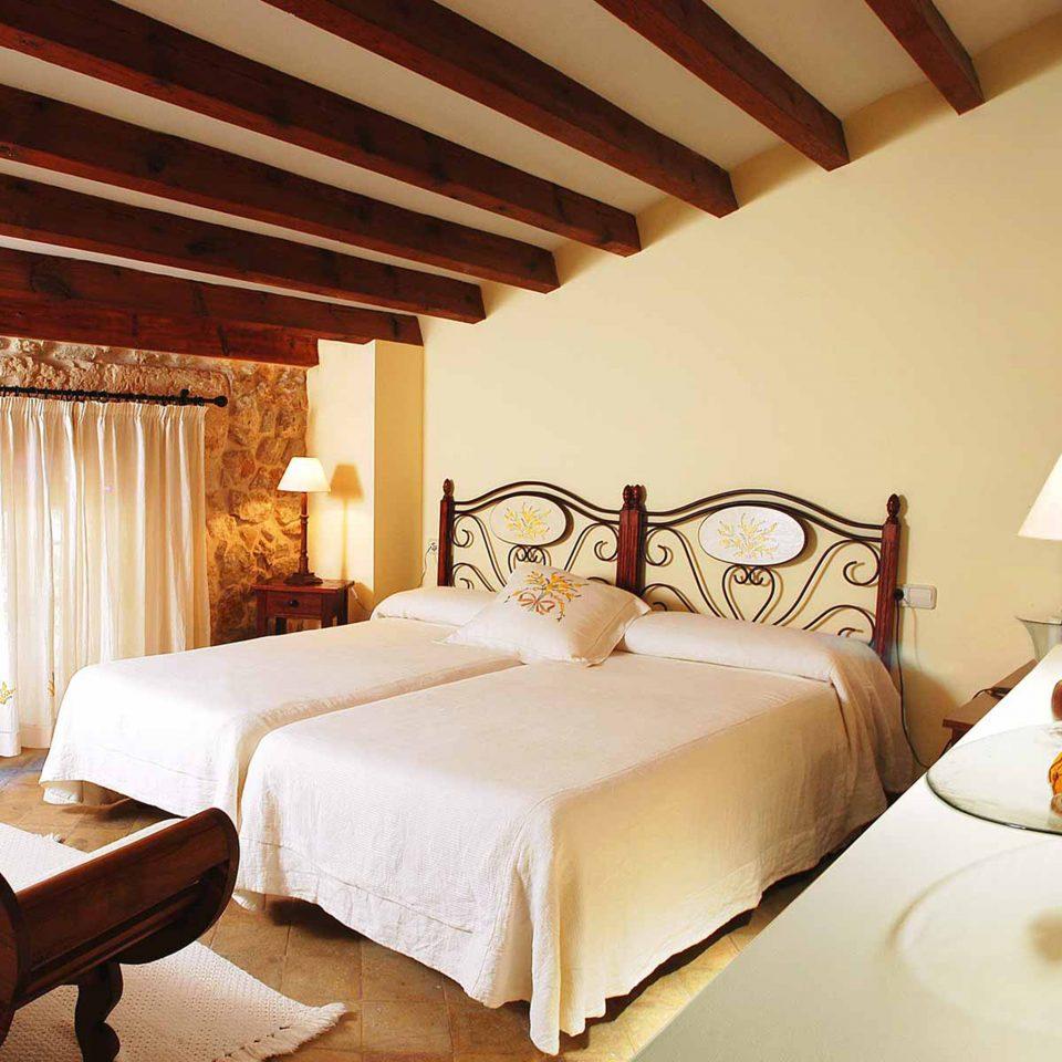 Bedroom Luxury Romantic Rustic Suite property Villa cottage Resort living room