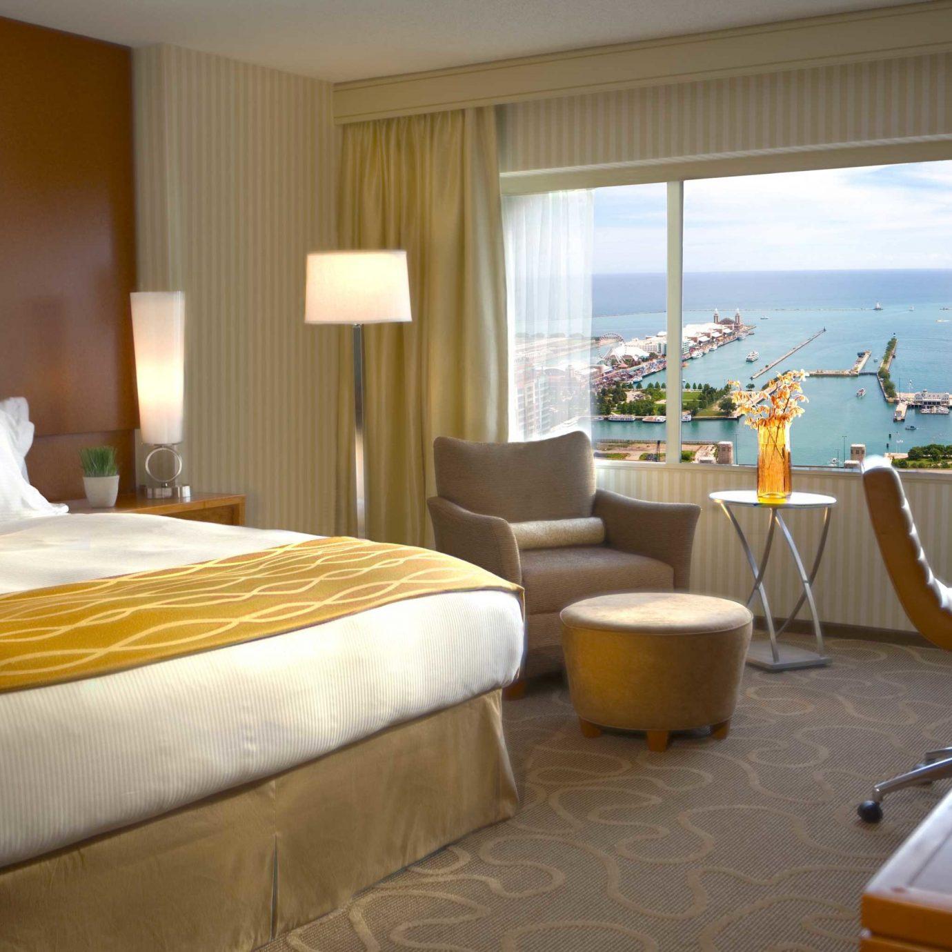 Bedroom Luxury Scenic views Suite property Resort Villa cottage condominium nice