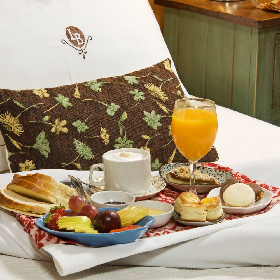 Bedroom Luxury Romantic Suite plate food breakfast brunch lunch