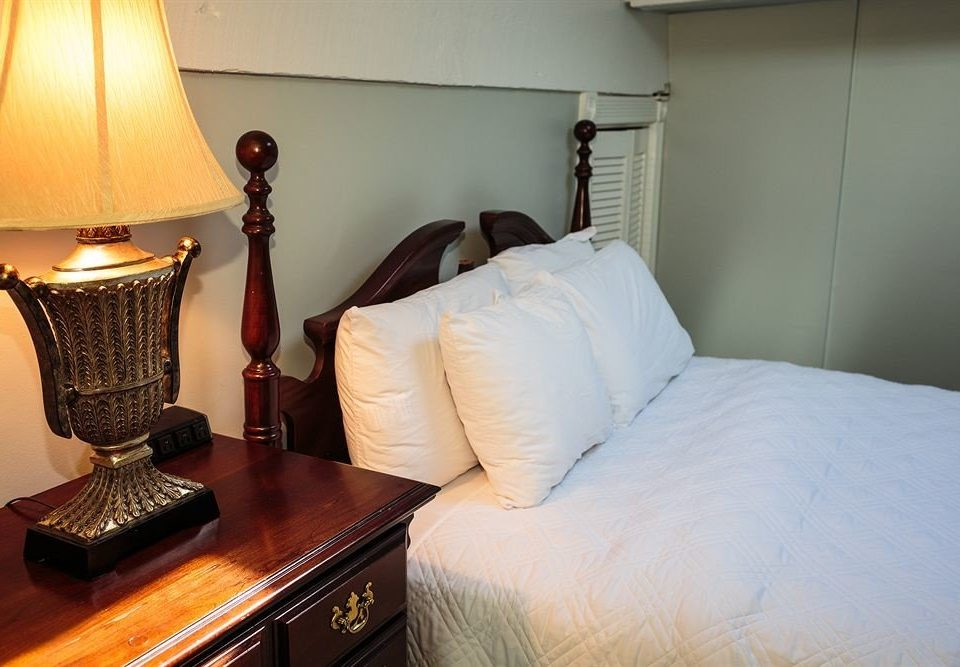 Bedroom Luxury Rustic Suite property lamp cottage home