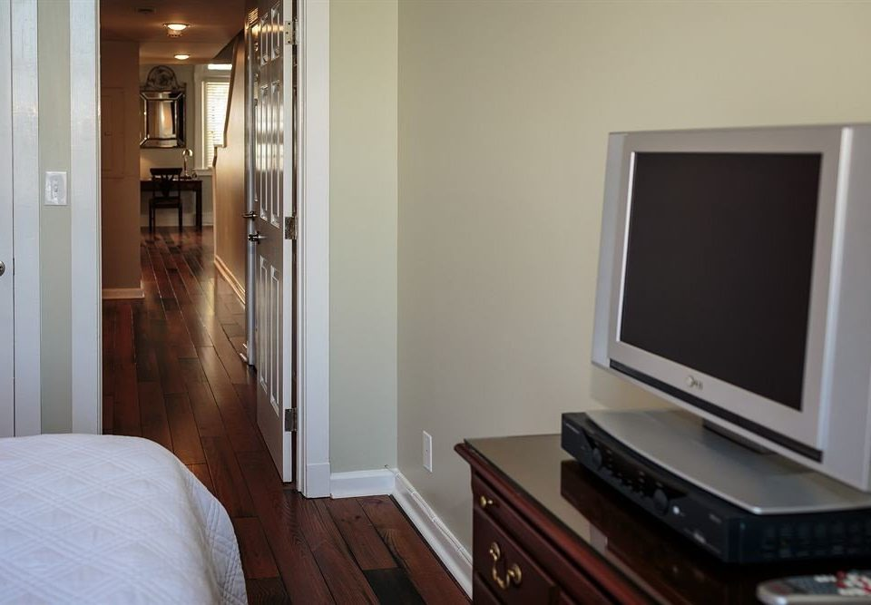 Bedroom Luxury Rustic Suite property home cottage living room condominium