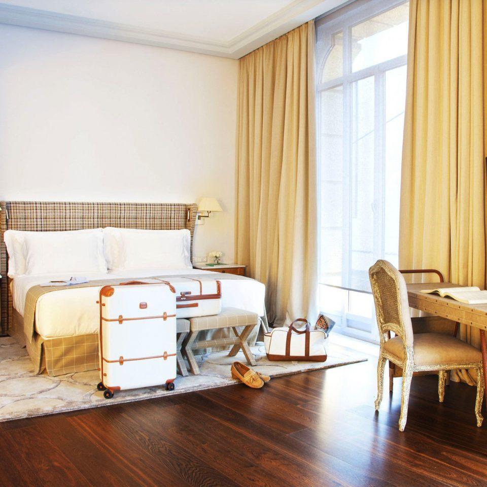 Bedroom Luxury Scenic views Suite property cottage hardwood home