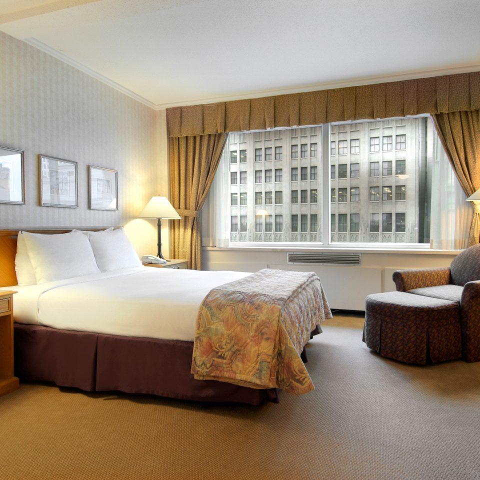 Bedroom Luxury Scenic views Suite sofa property living room home condominium hardwood cottage lamp