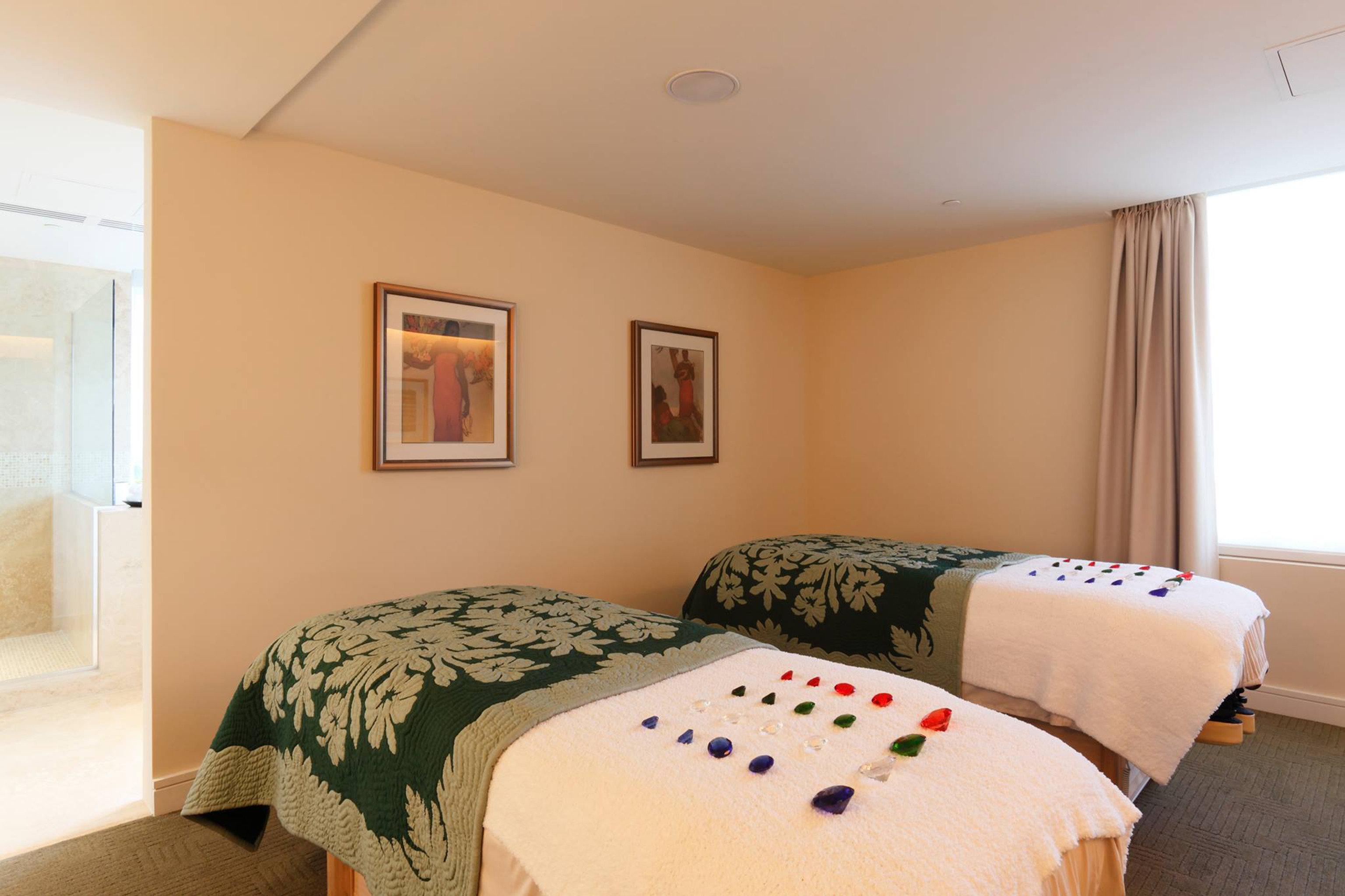 Luxury Spa Wellness sofa Bedroom property scene Suite cottage pillow green flat lamp