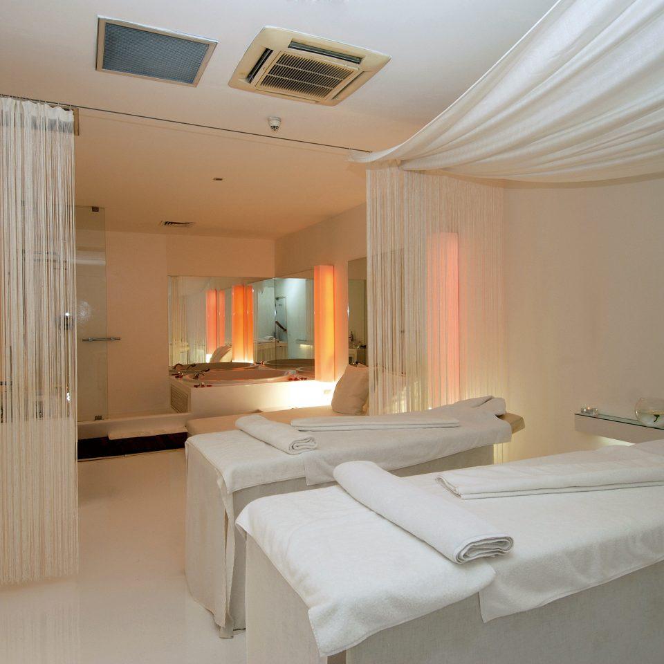 Luxury Spa bathroom property cottage Suite sink Bedroom tub bathtub