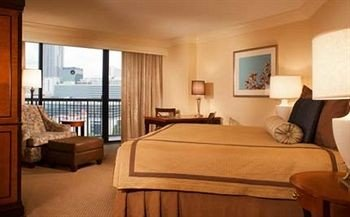 Bedroom Luxury Suite property cottage condominium