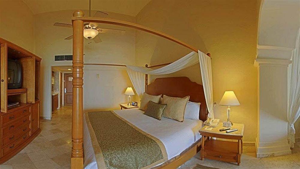 Bedroom Luxury Suite property building cottage yellow Villa