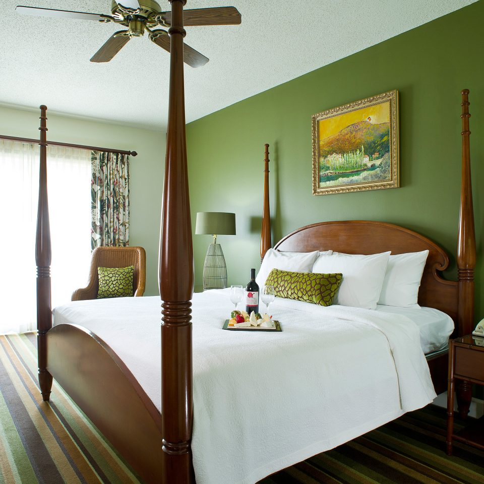 Bedroom Luxury Suite property cottage home pillow green farmhouse Villa lamp