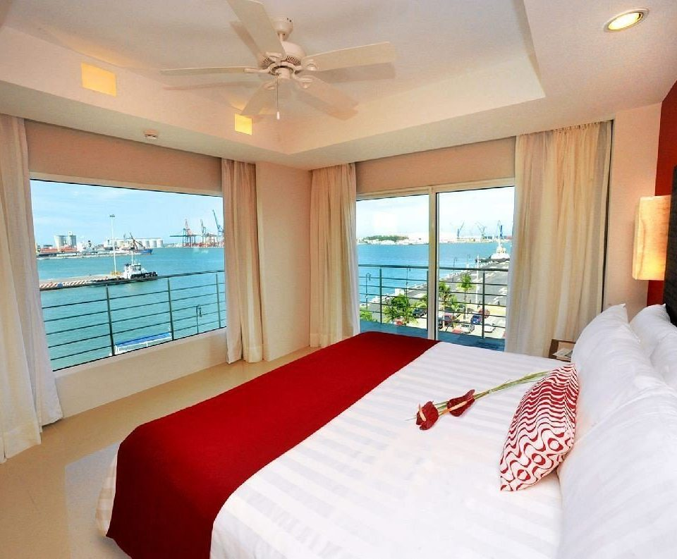 Bedroom Modern Ocean Romantic Scenic views Suite sofa property white pillow cottage flat clean