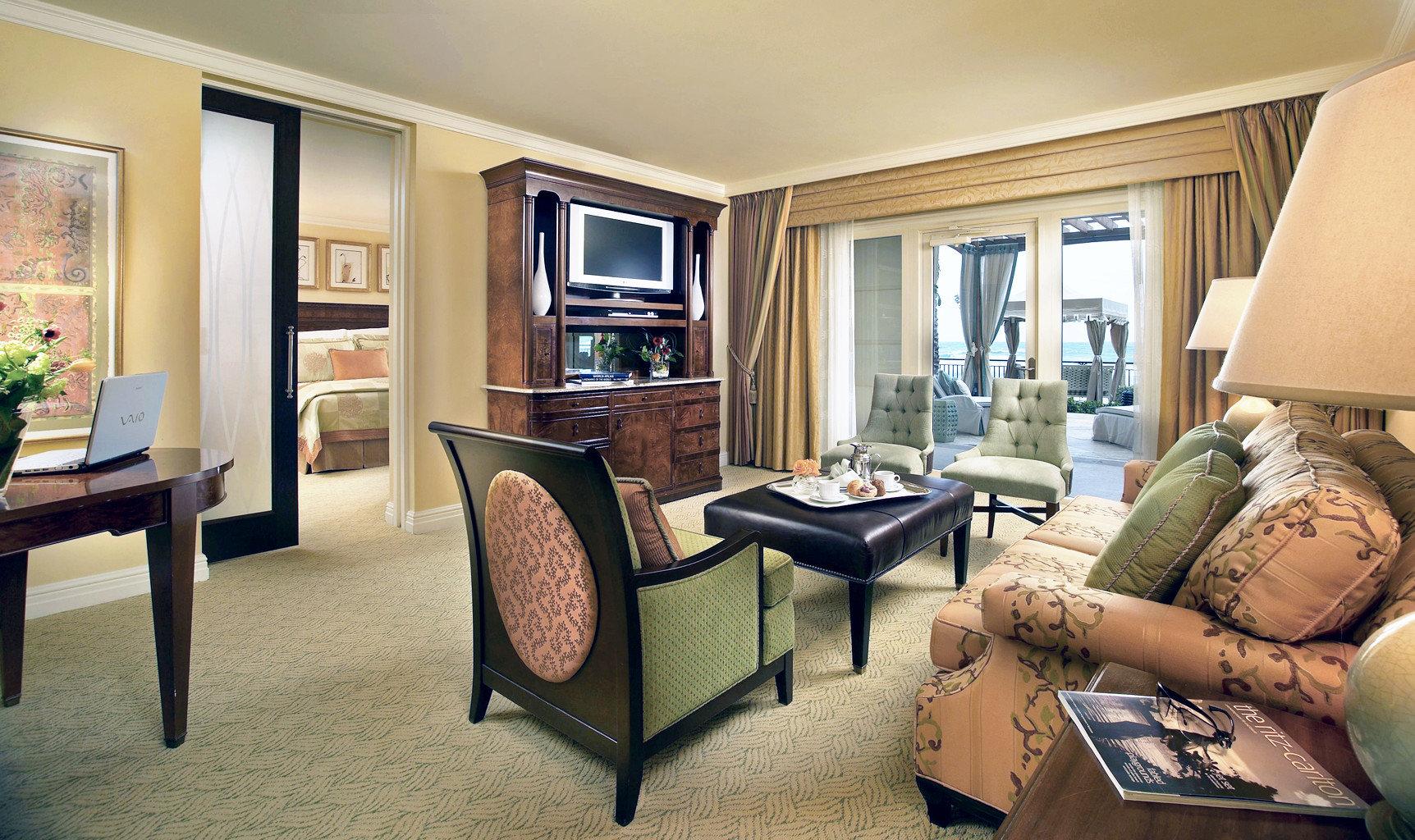 Bedroom Modern Patio Resort Scenic views Suite sofa property living room home condominium cottage leather