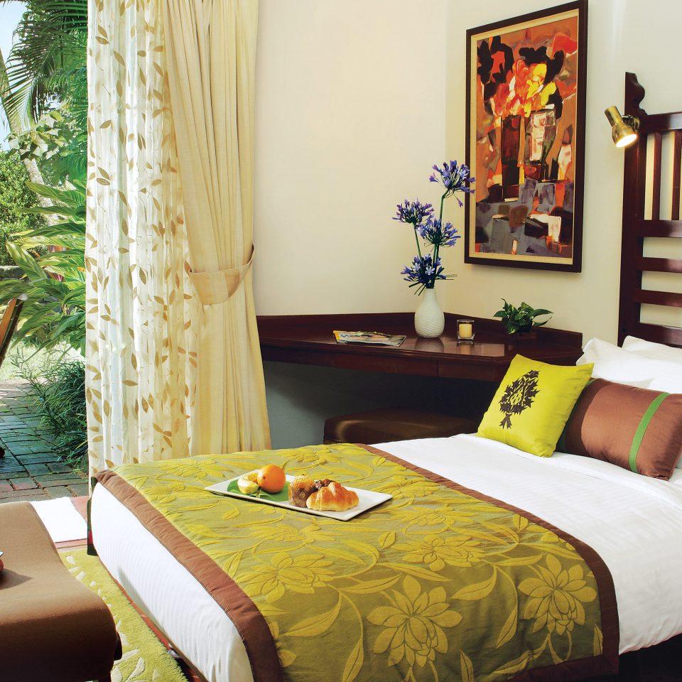 Bedroom Modern Patio Resort property home bed sheet cottage Suite living room Villa