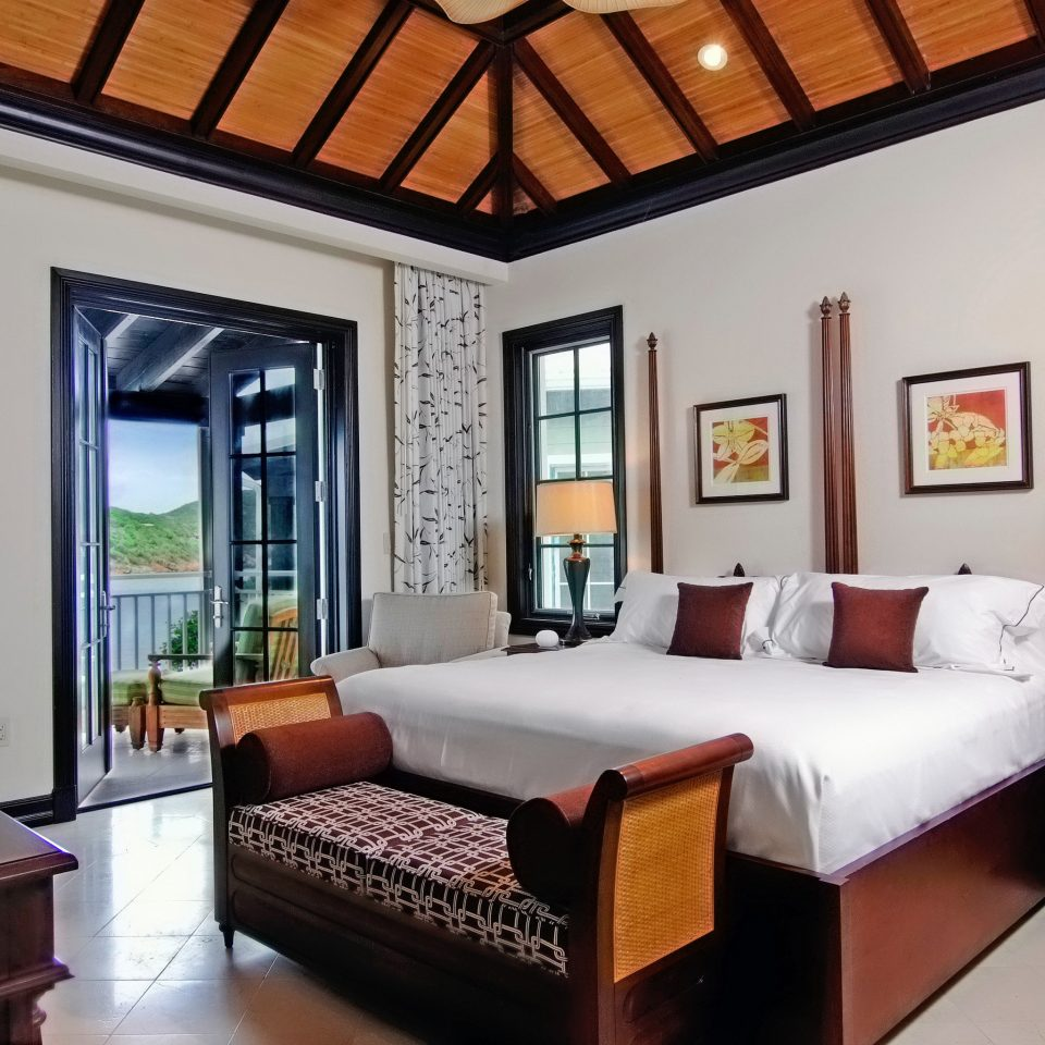 Bedroom Modern Patio Scenic views Suite property living room Villa home cottage Resort condominium mansion