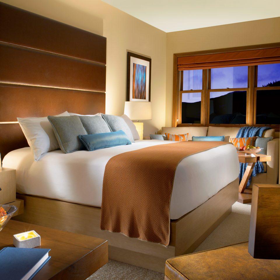 Bedroom Modern Resort Rustic Scenic views sofa property Suite living room home condominium cottage bed sheet