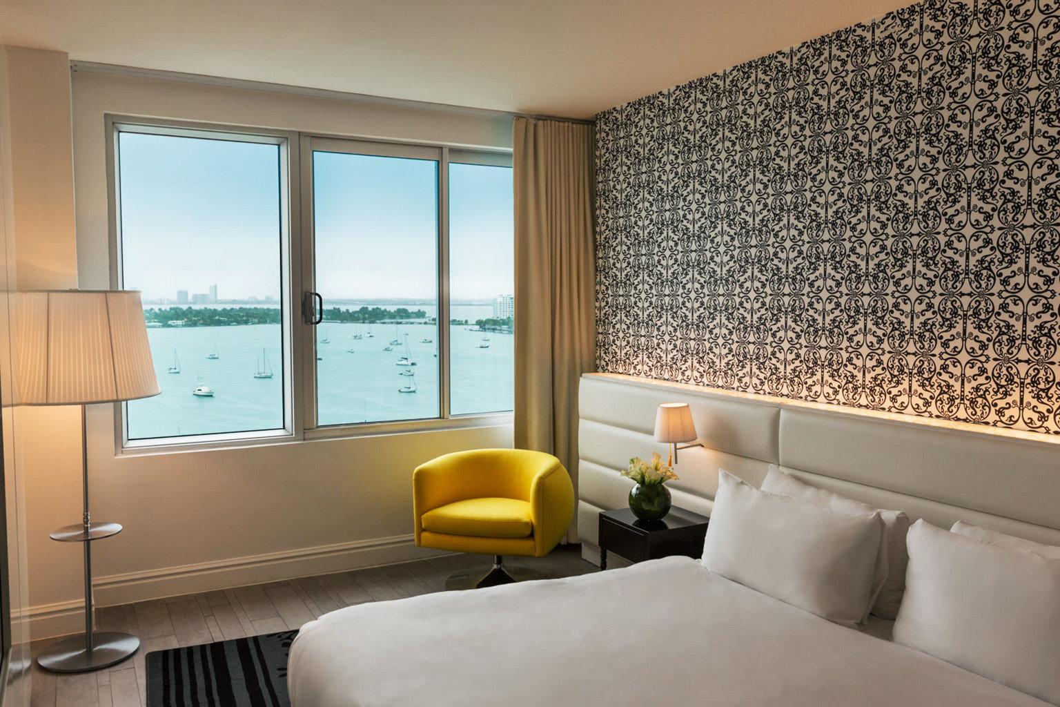 Bedroom Modern Resort Scenic views property Suite condominium white living room pillow nice flat