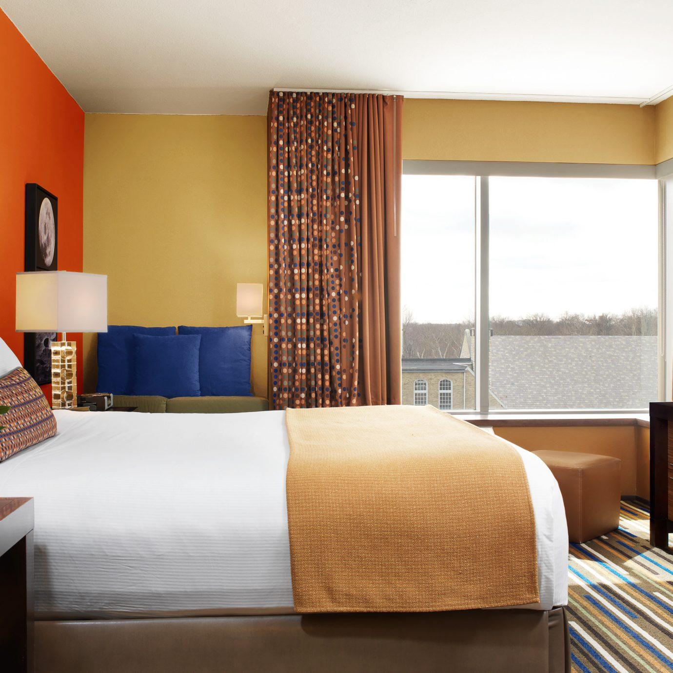 Bedroom Modern Resort Scenic views sofa property Suite condominium cottage living room bed sheet lamp flat