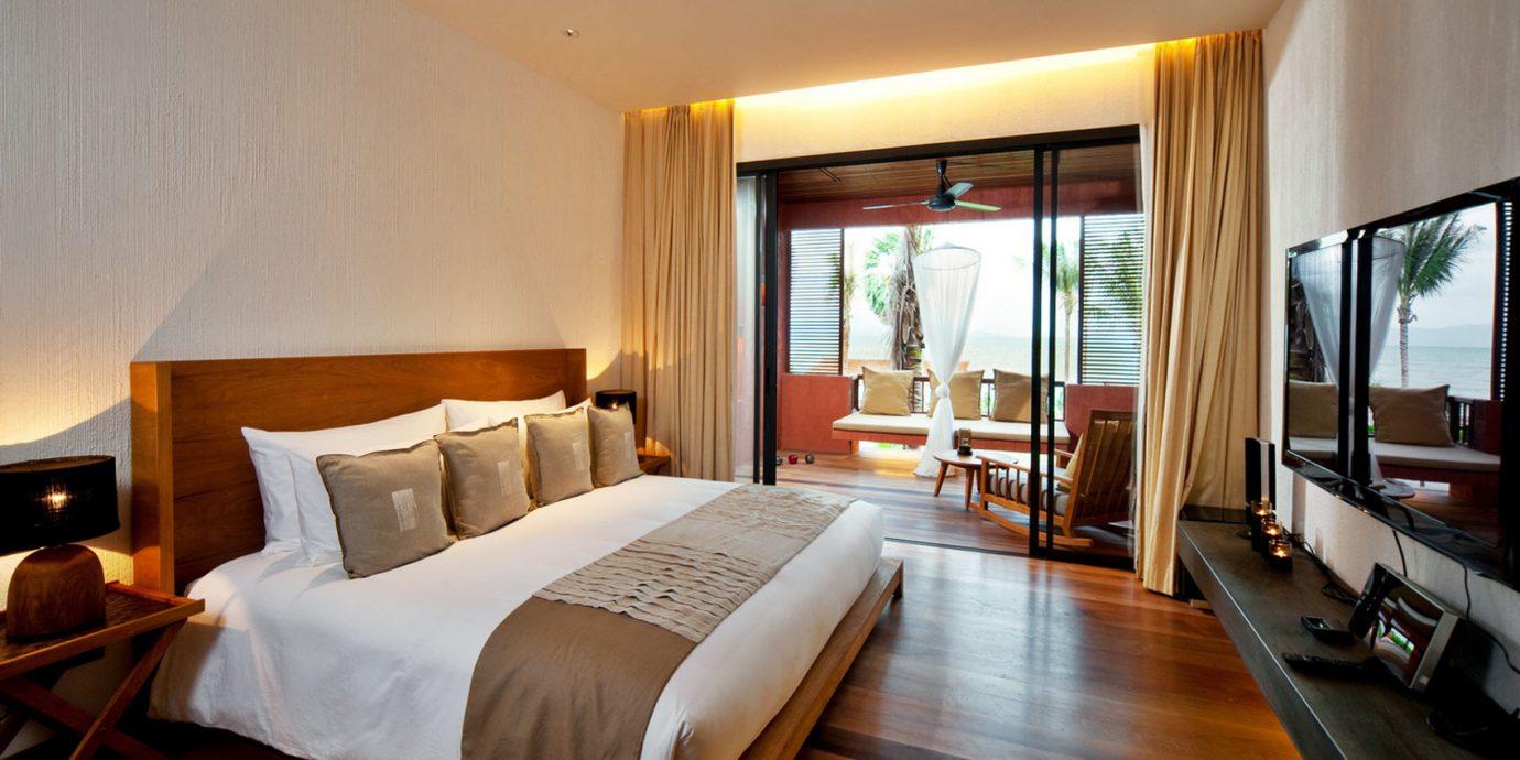 Bedroom Modern Scenic views Suite property Resort Villa cottage condominium lamp