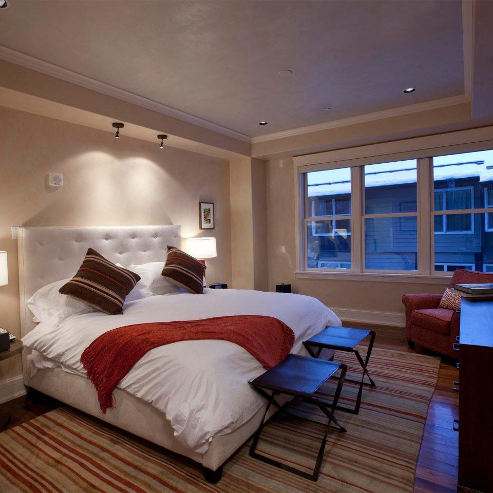 Bedroom Modern Resort Scenic views property living room Suite cottage condominium
