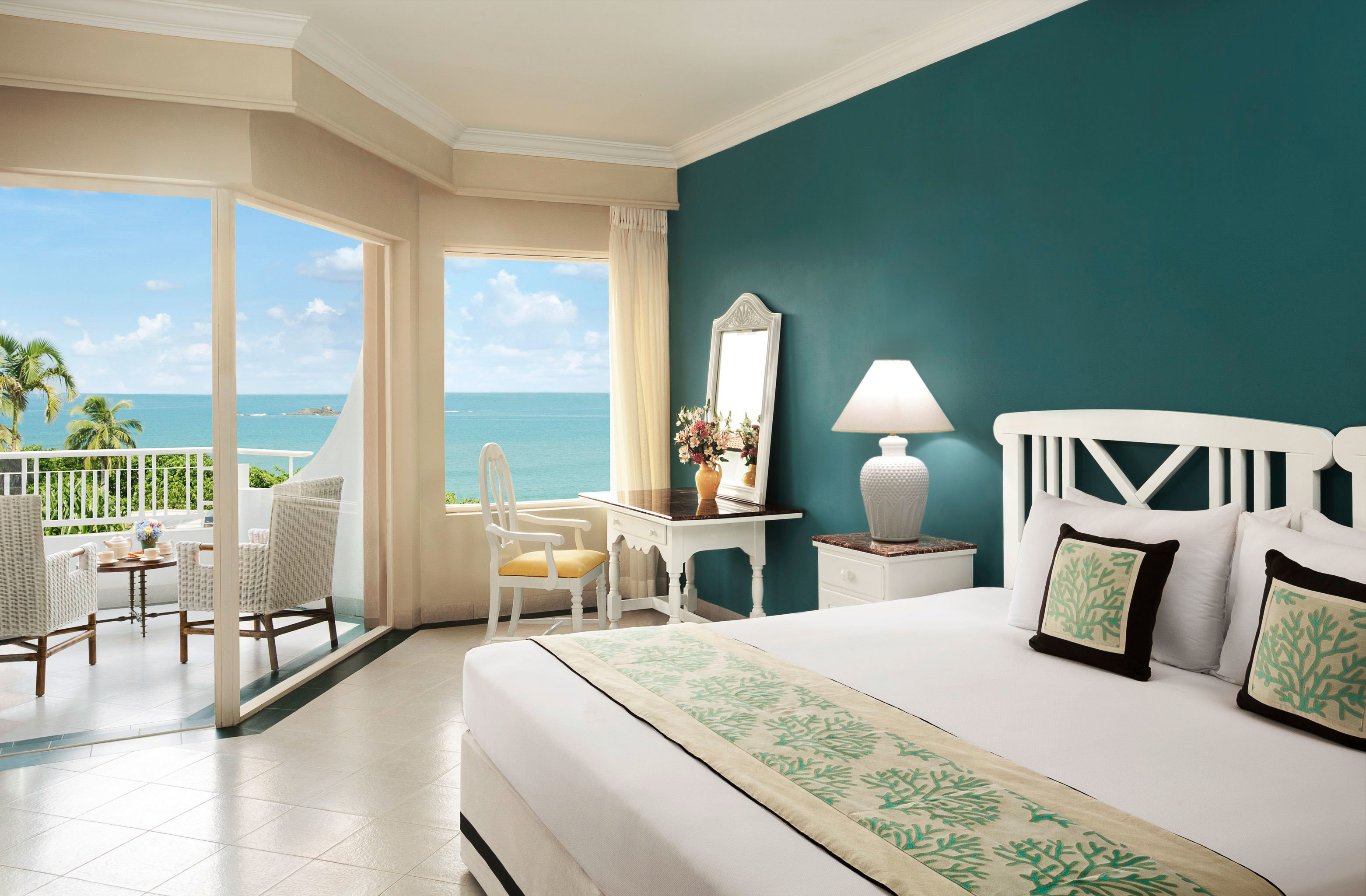 Bedroom Modern Resort Scenic views property condominium home living room Suite nice overlooking