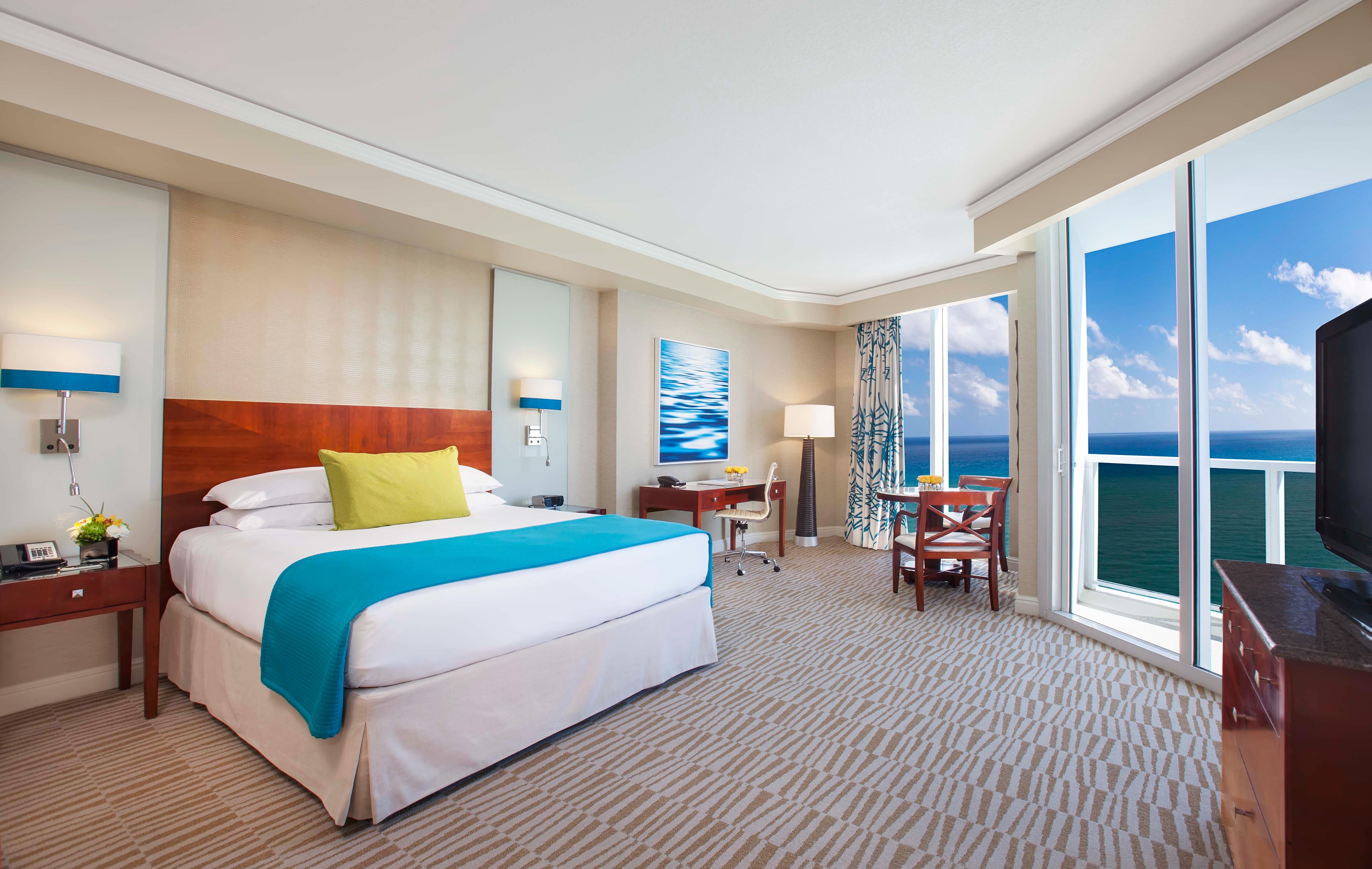 Bedroom property Suite condominium Resort home living room Villa Modern flat