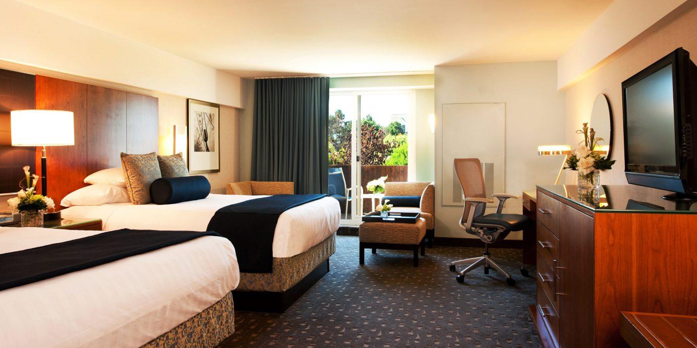 Bedroom Modern Suite Waterfront property living room home condominium Villa Resort flat