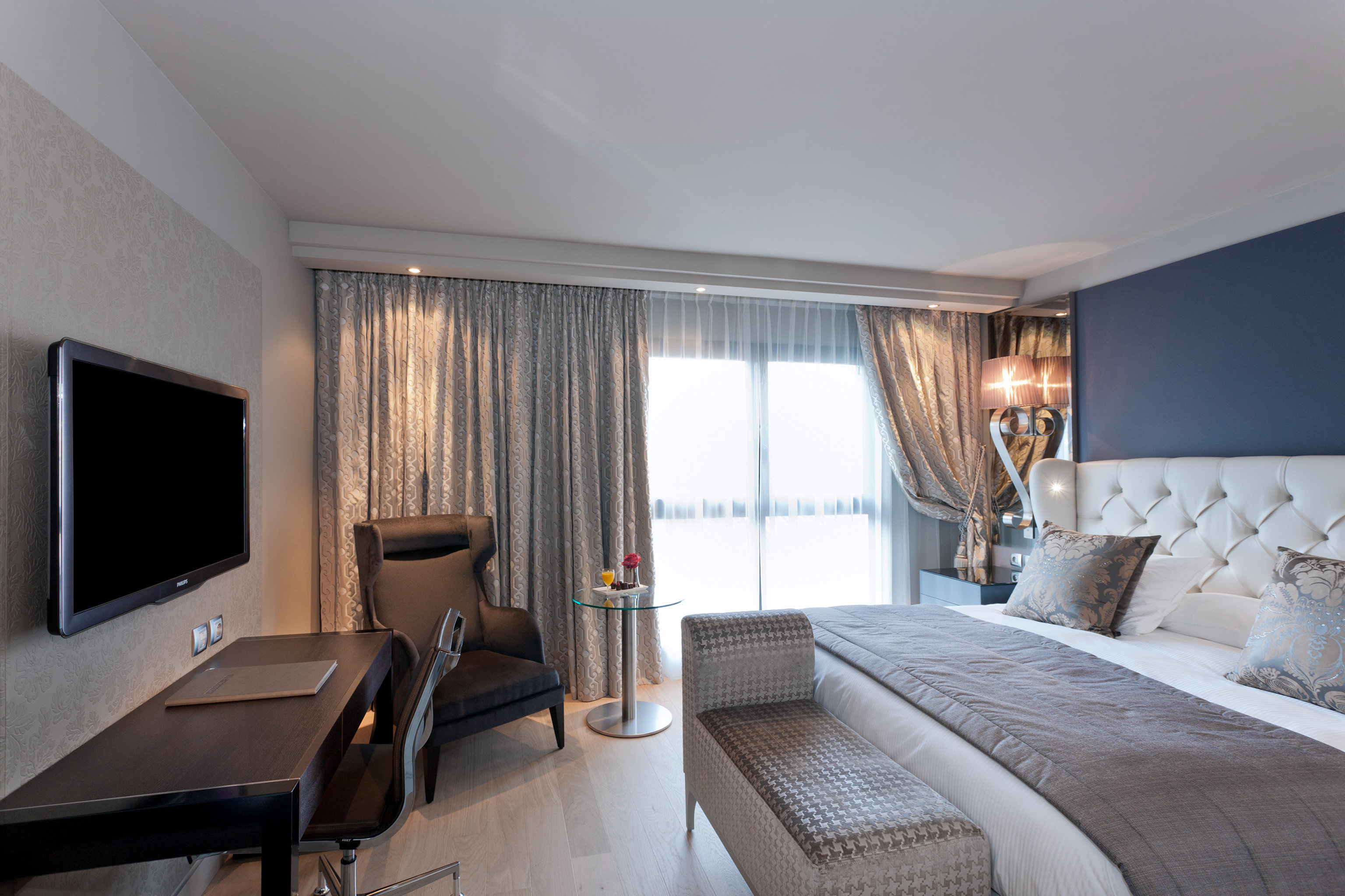 Bedroom Modern Resort sofa property Suite condominium living room cottage Villa flat