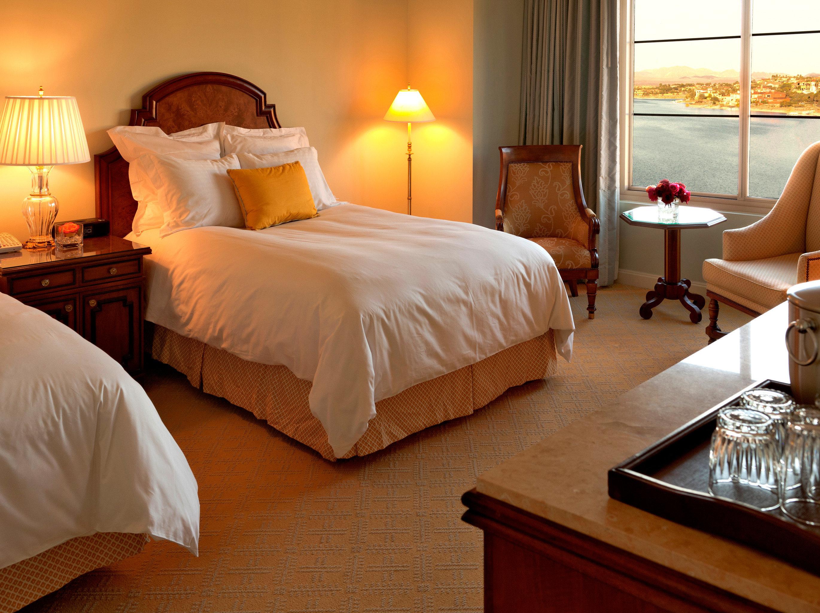Bedroom Modern Resort property Suite cottage bed sheet