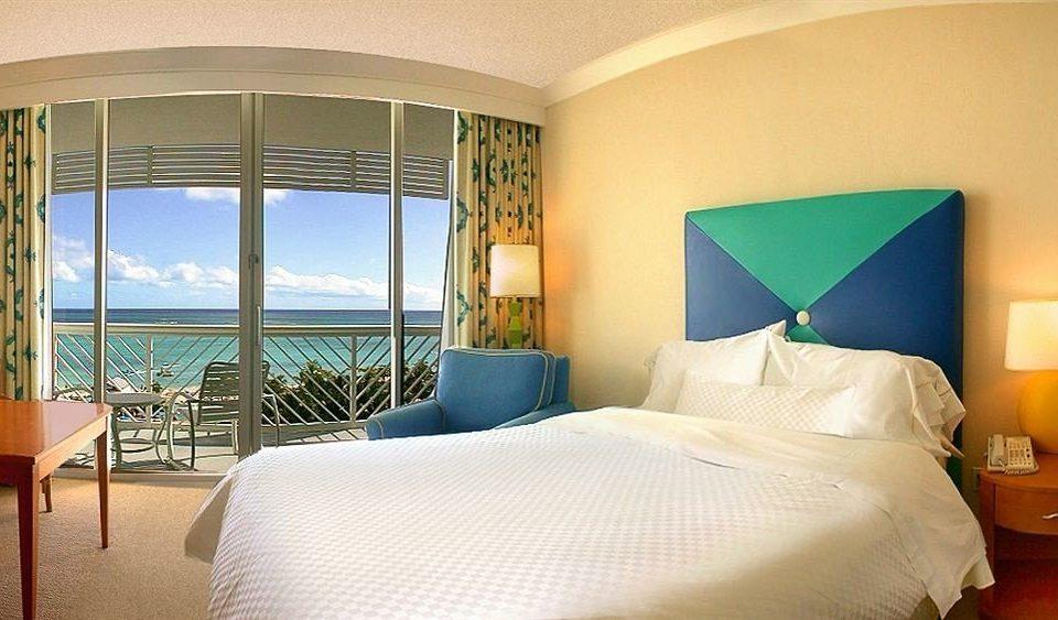 Bedroom Modern Suite property Resort Villa condominium cottage lamp