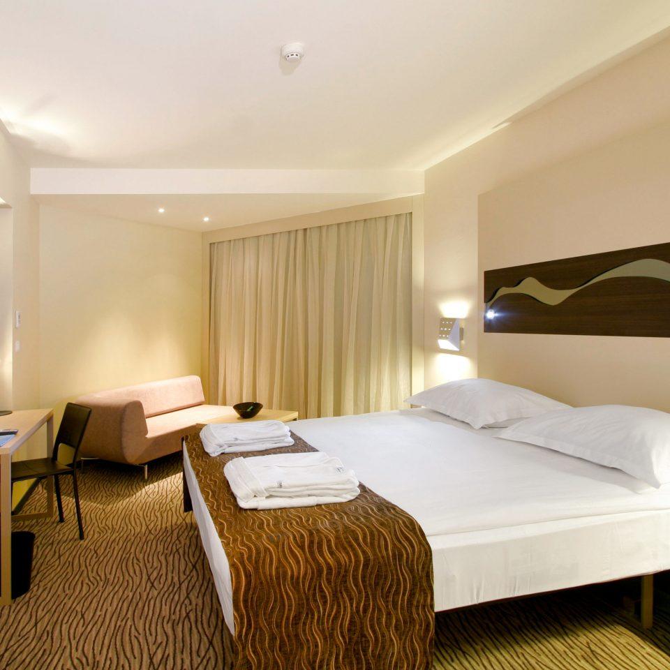 Bedroom Modern Resort Wellness property Suite condominium