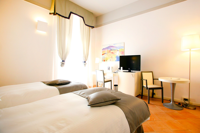 Bedroom Modern Resort sofa property scene Suite cottage lamp flat