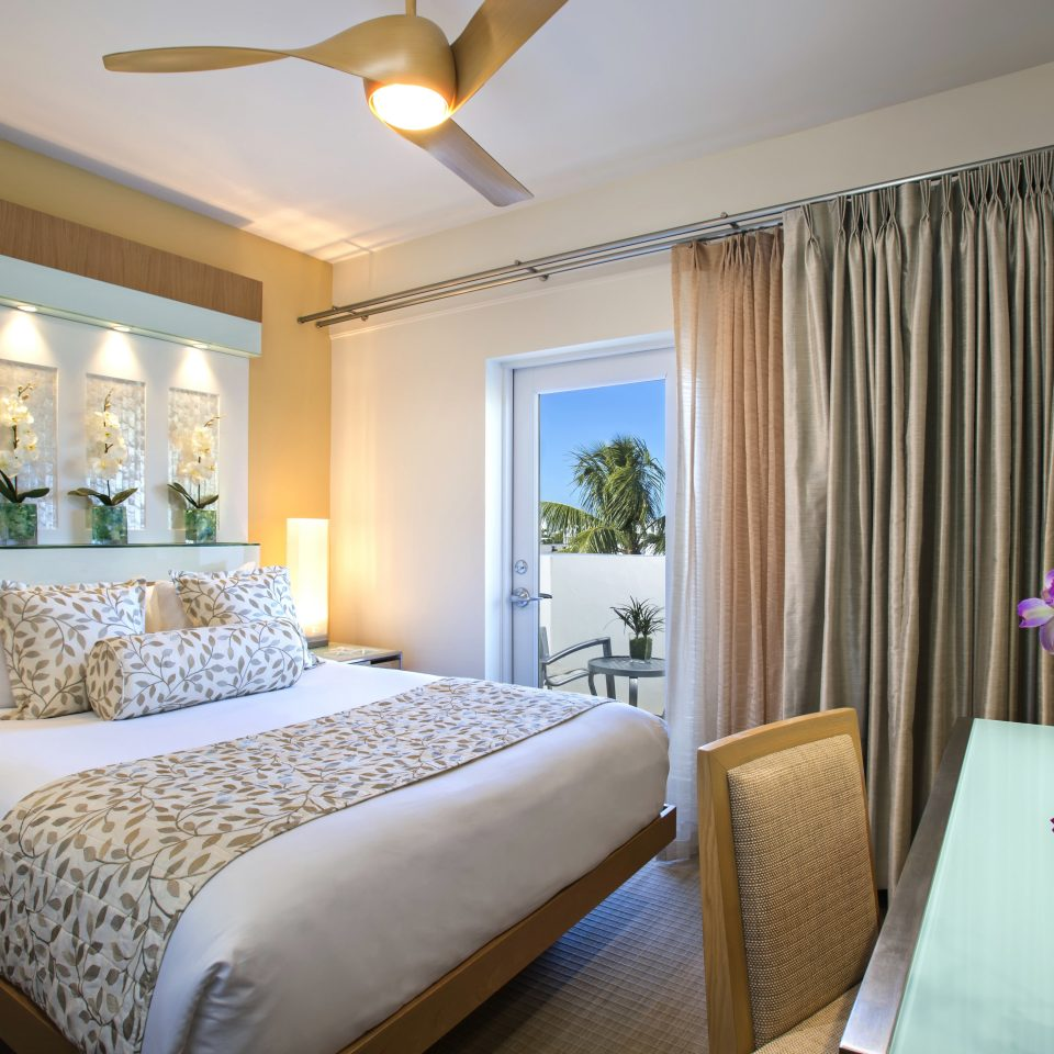 Bedroom Modern Scenic views Suite property cottage flat