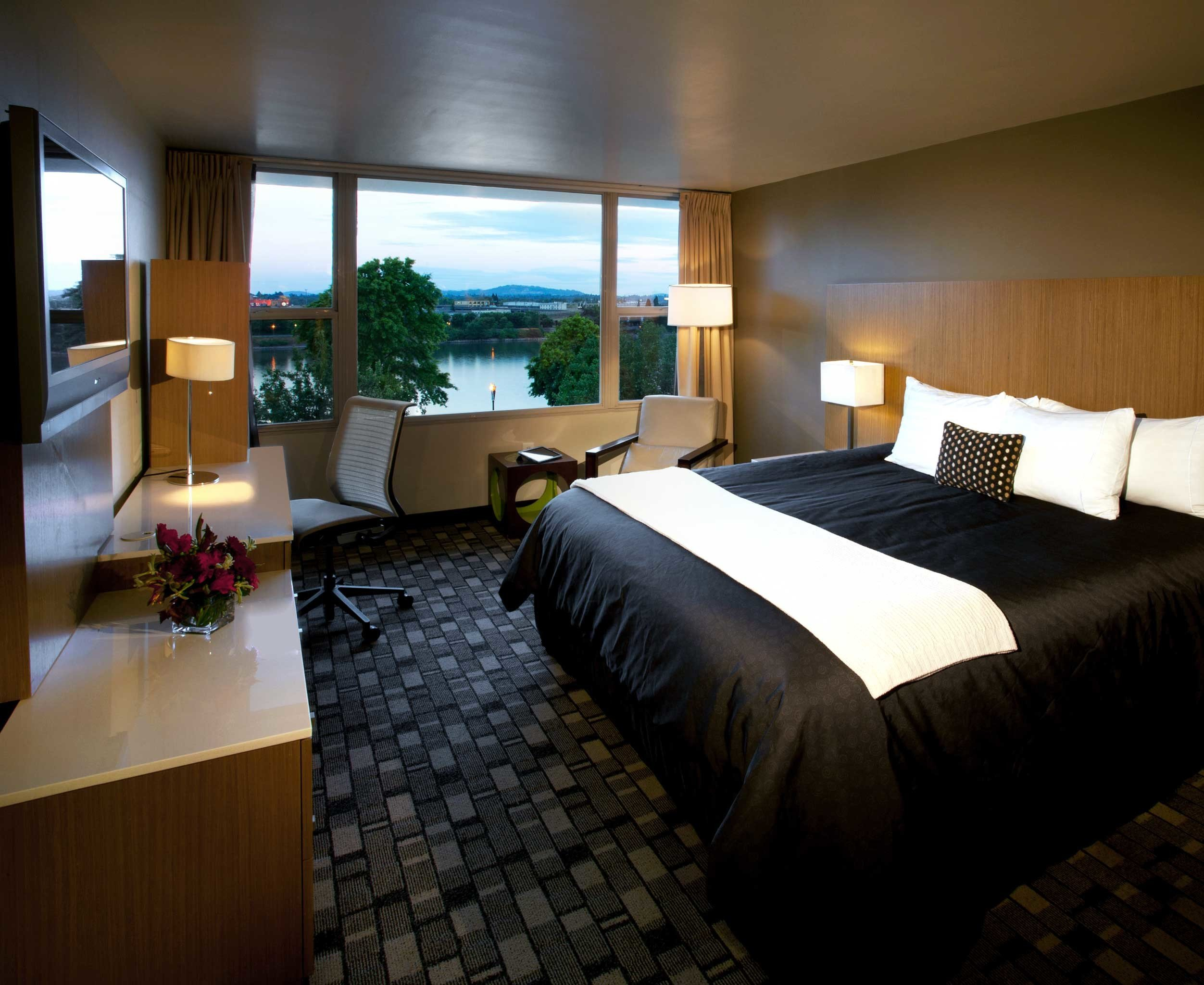 Bedroom Modern Scenic views sofa property Suite condominium Villa cottage lamp