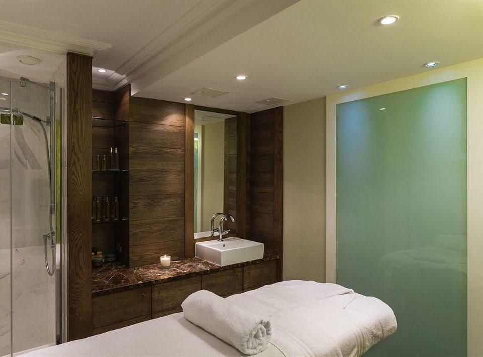 bathroom property sink condominium Suite Bedroom Modern