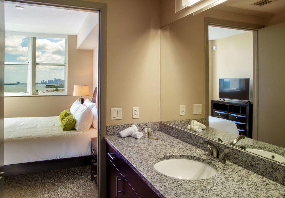 bathroom property home Suite condominium Bedroom cottage Modern