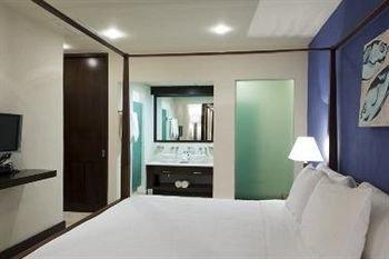 property condominium living room Bedroom Suite cottage clean Modern