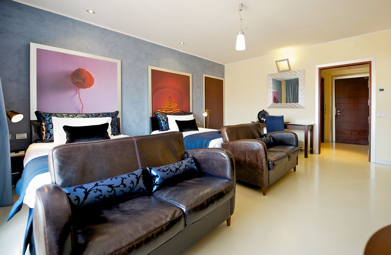 Bedroom Modern sofa property Suite living room home cottage condominium leather