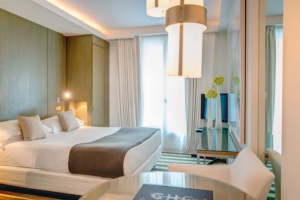 sofa property Suite condominium home cottage Bedroom Modern