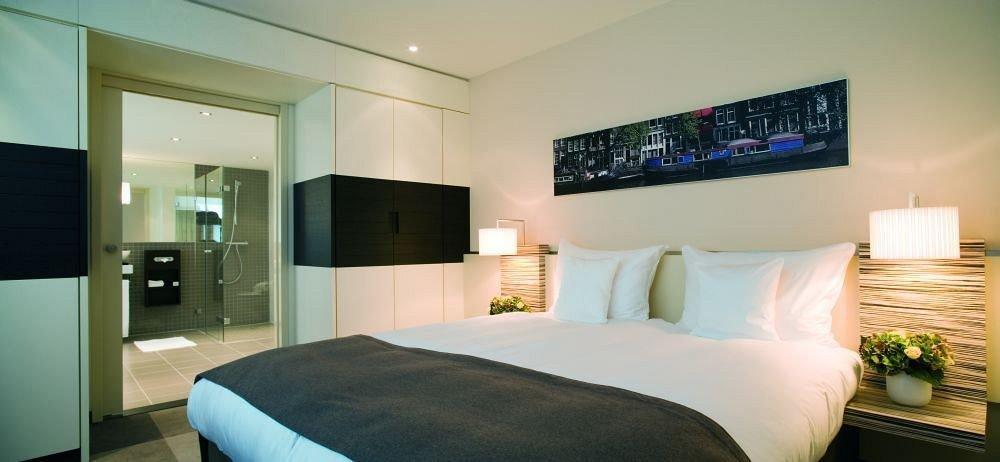 sofa property Bedroom condominium Suite living room home cottage Modern