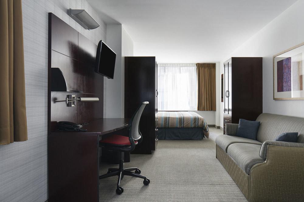 sofa property Suite condominium Bedroom living room home flat Modern