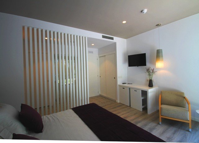 property condominium Bedroom Suite Modern