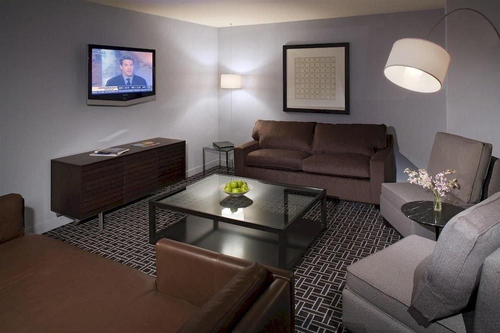 sofa property Suite living room cottage condominium flat Bedroom Modern leather
