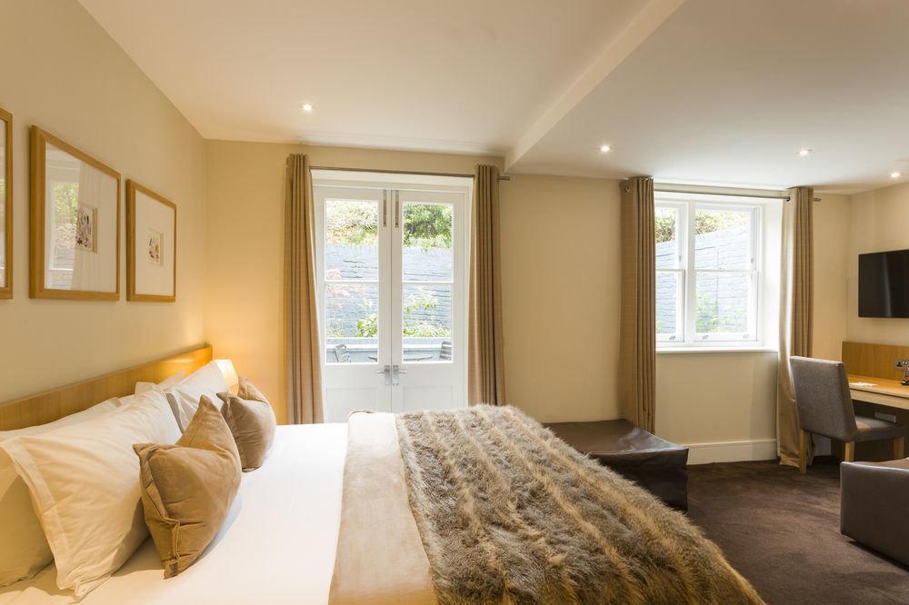 sofa property Bedroom Suite home living room condominium cottage flat Modern